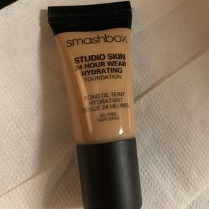 SMASHBOX STUDIO SKIN FOUNDATION, .24 oz BRAND NEW